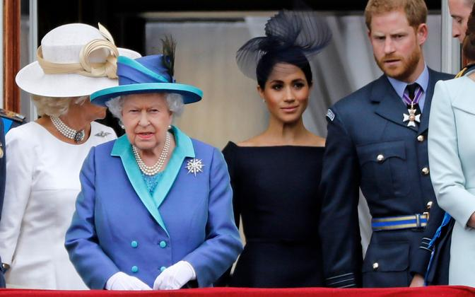 Briti kuninganna Elizabeth II ning Meghan ja Harry.