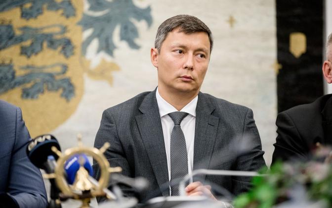 Tallinn Mayor Mihhail Kõlvart (Center).