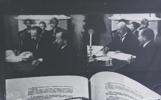 Signing of the Treaty of Tartu on February 2, 1920.