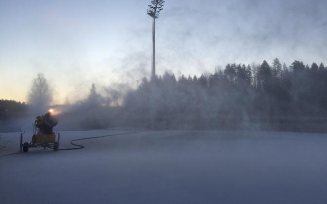 Artificial snow machine at the Tehvandi center on Tuesday morning.