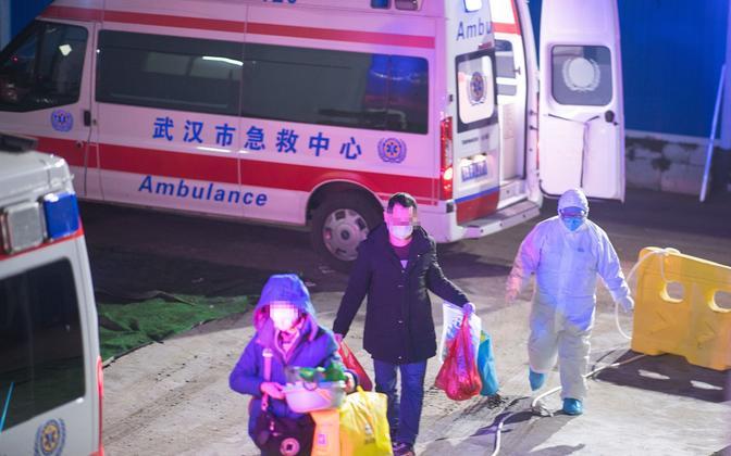 Patsiendid saabuvad haiglasse Wuhanis.