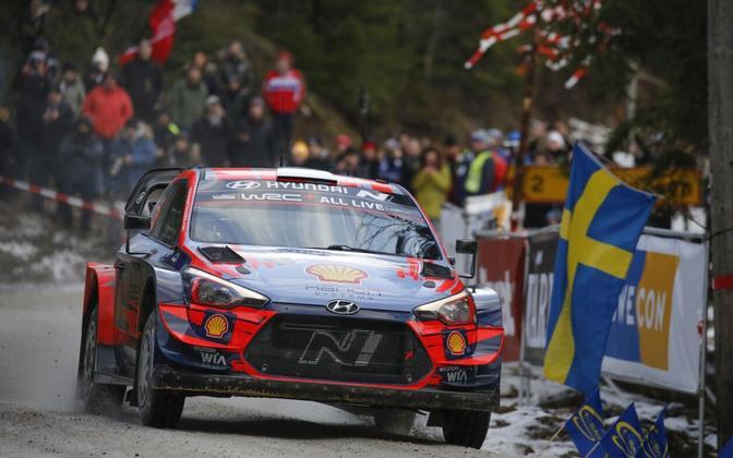 Ott Tänak and Martin Järveoja in the Hyundai i20 at this year's Rally Sweden.