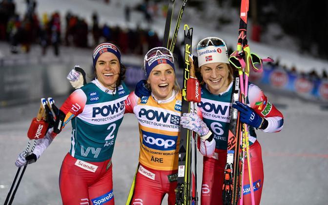 Heidi Weng (vasakul), Therese Johaug ja Astrid Uhrenholdt Jacobsen