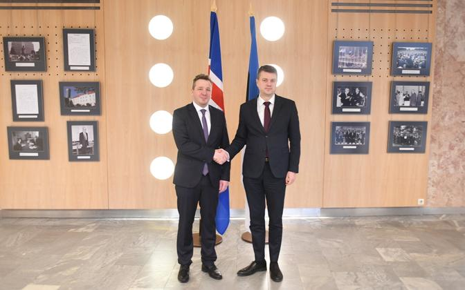 Iceland's foreign minister Gudlaugur Thor Thordarson (left) with Estonian counterpart Urmas Reinsalu, in Tallinn.