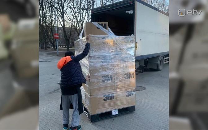Han Yang bought 20,000 masks to send to China.
