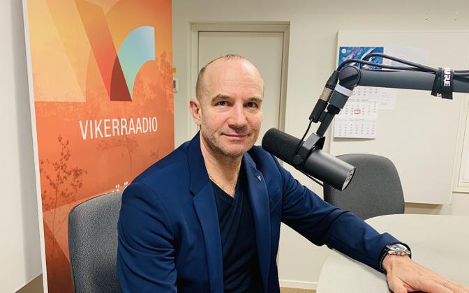Oleg Sõnajalg in the Vikerraadio studio on Thursday.