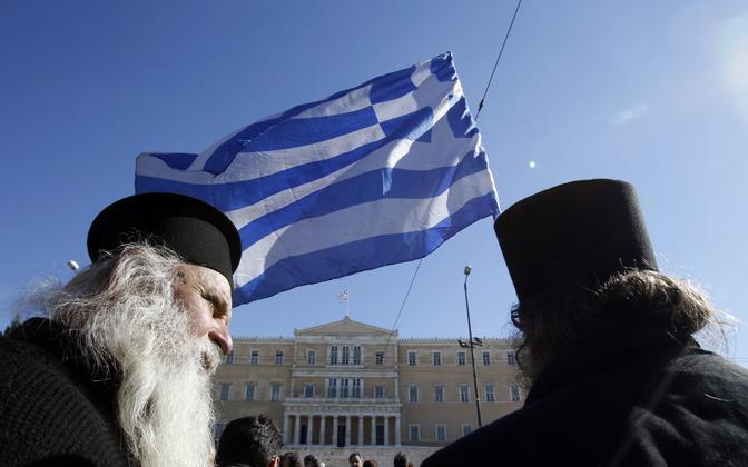 Kreeka õigeusu preestrid Ateenas parlamendihoone juures, arhiivifoto.