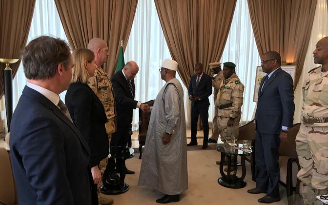 Minister of Defence Jüri Luik meeting the President of the Republic of Mali, Ibrahim Boubakar Keita.