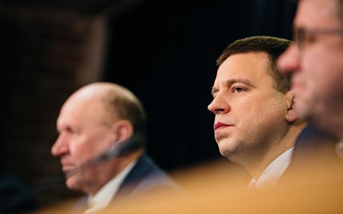 Prime Minister Jüri Ratas (Center) at a government press conference.