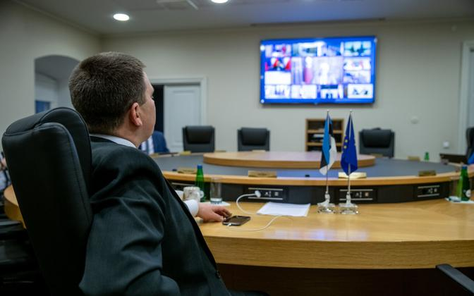 Prime Minister Jüri Ratas (Center) at Tuesday evening's video conference with EU leaders.