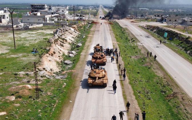 Türgi tankid Süürias maanteel Aleppo ja Latakia vahel.