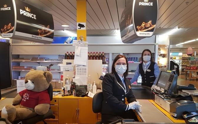 Tallinki töötajad. Laev Romantika teel Riiast Sassnitzi, et tuua Saksamaalt koju sinna lõksu jäänud inimesed.