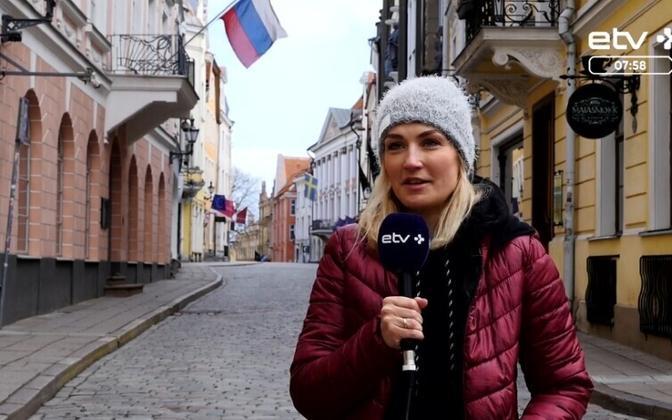 Александра Вилюмовская не может уехать к мужу.