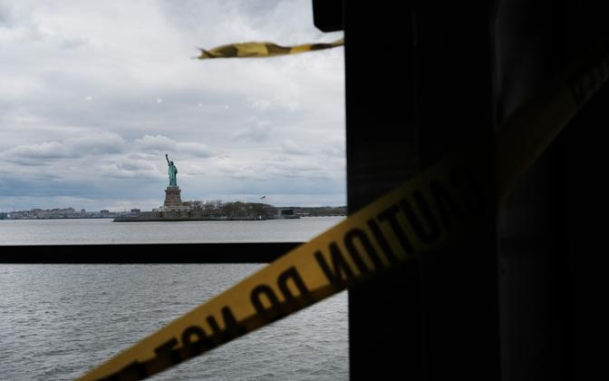 Vabadussammas New Yorgis Staten Islandi praamilt nähtuna.