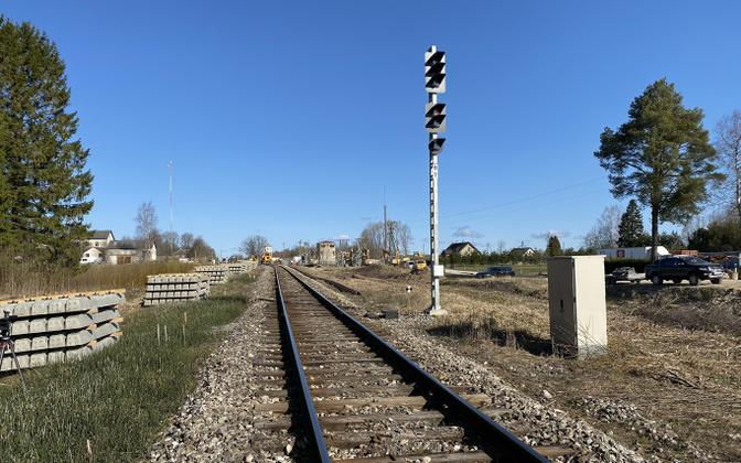 The planned new railroad bridge will straighten out the trajectory of the railroad itself.