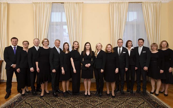 Sanna Marini juhitav Soome valitsus, minister Pekonen paremalt teine, Haatainen puudub fotolt.