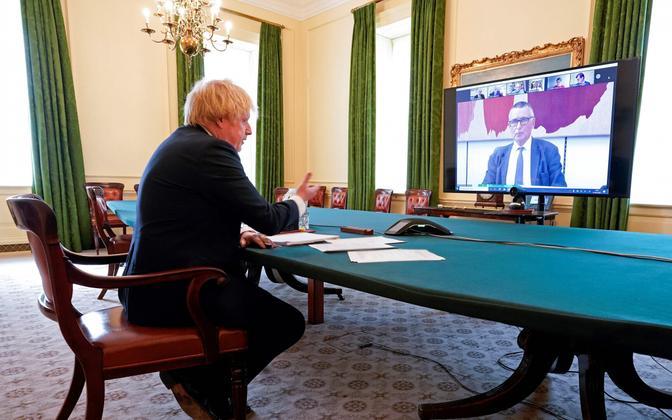Boris Johnson komiteega vestlemnas.