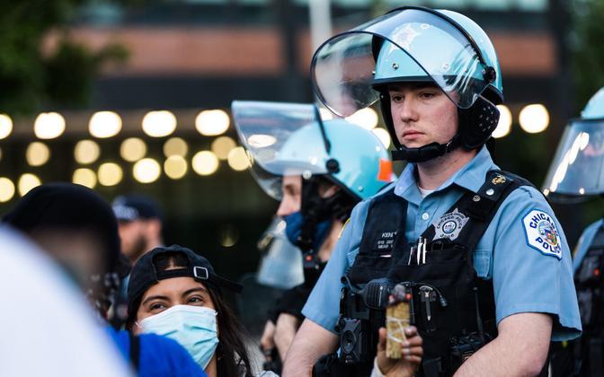 Politseinik Chicago meeleavaldustel.