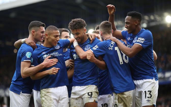 Evertoni mängijad näitasid üles ühtsustunnet ja nõustusid järgmise kolme kuu jooksul 50% palgakärpega