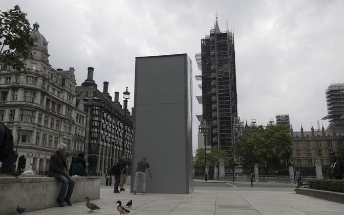 Winston Churchilli monument Londoni kesklinnas sai meeleavalduste eel kaitsekatte.
