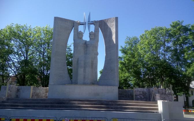 Летом в Кохтла-Ярве реновировали памятник и фонтан.