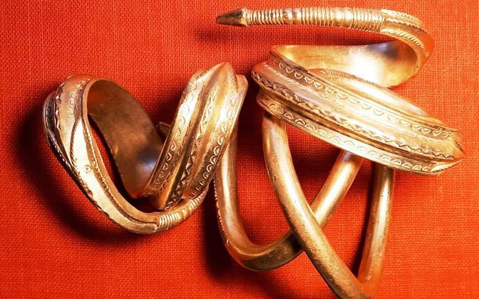 The third century gold bracelet discovered in Saaremaa in September 2019.
