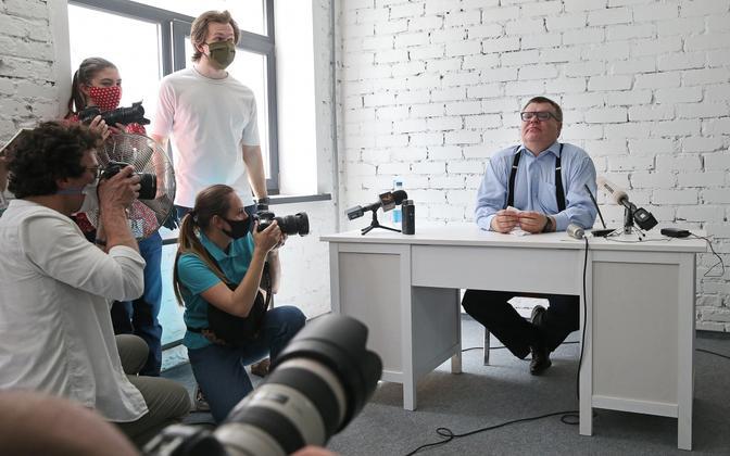 Viktar Babarõka 11. juunil pressikonverentsil.