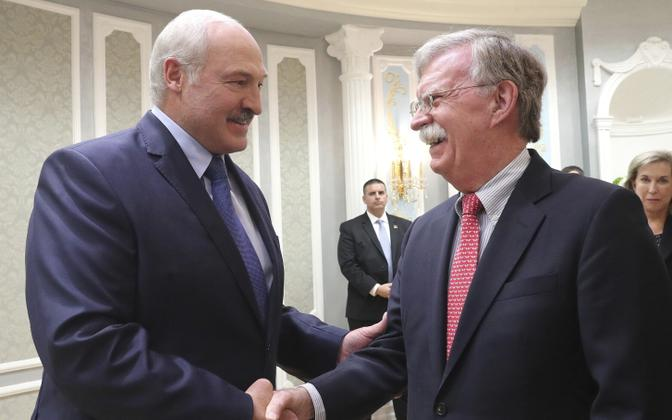 Aleksandr Lukašenko ja John Bolton 2019. aasta augustis.