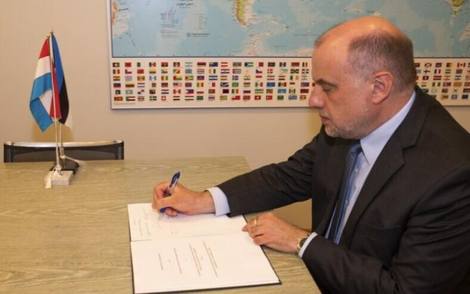 Jüri Luik (Isamaa), the Minister of Defence, signing an agreement
