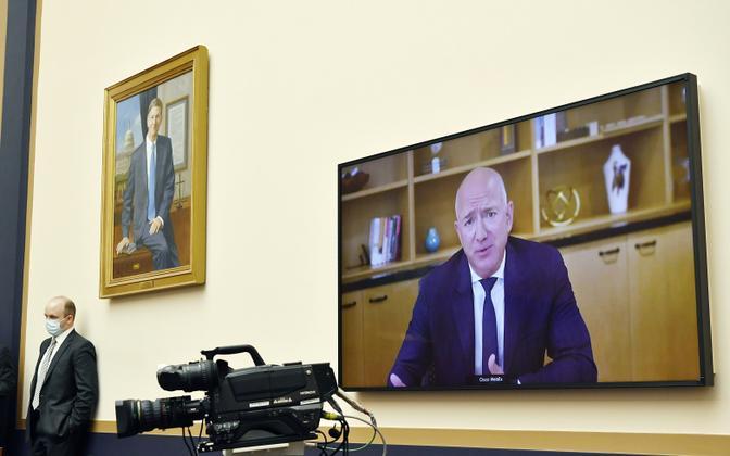 Jeff Bezos videosilla teel kongressis tunnistusi andmas.