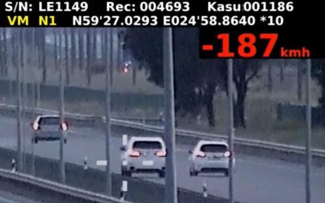 Автомобиль BMW с номерным знаком ISA999 неоднократно попадал в поле зрения полиции.