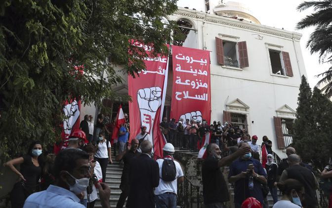 Meeleavaldajad Liibanoni välisministeeriumi ees.