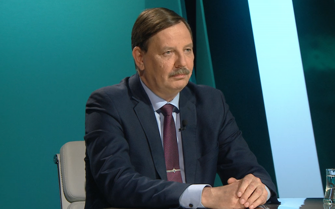 Minister of Economic Affairs and Communications Taavi Aas (Center).
