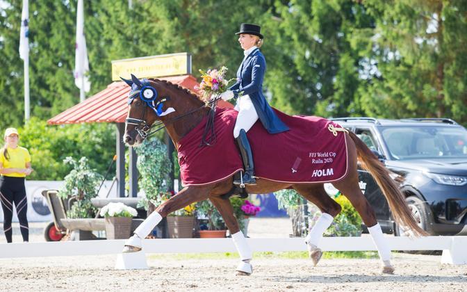 Dina Ellermann hobusega Donna Anna.