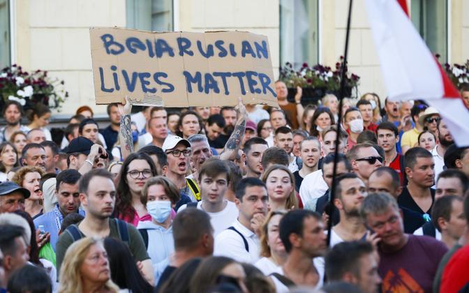 Valgevene meeleavaldajad esmaspäeval.