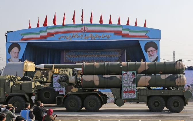Iraan demonstreerimas paraadil õhukaitsekompleksi S-300.