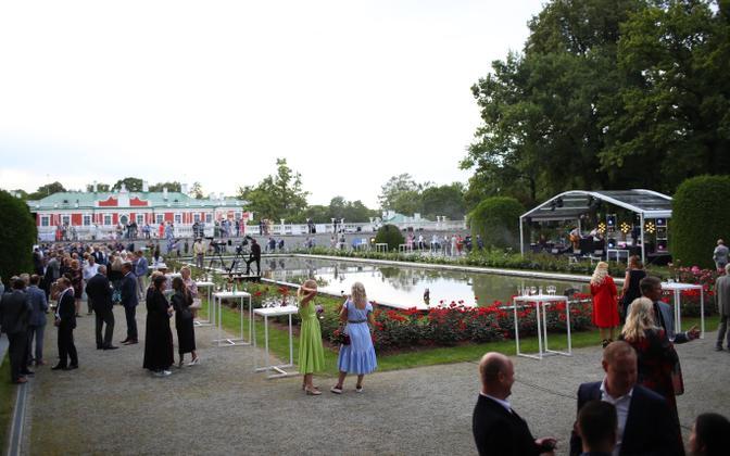 Restoration of Independence Day celebration at Kadriorg Rose Garden.
