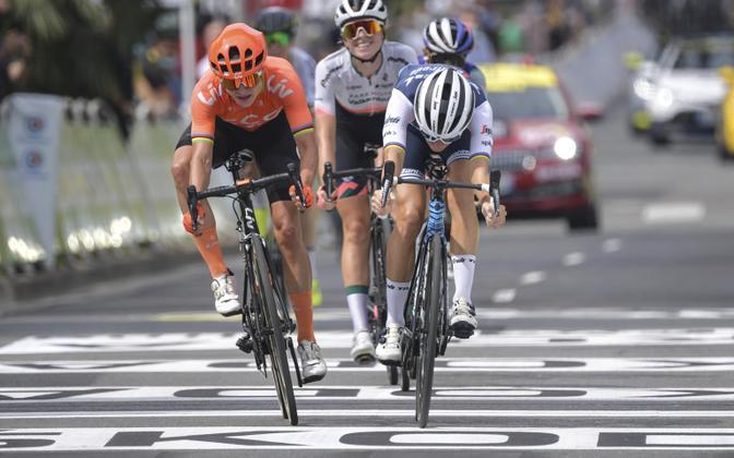 Marianne Vos ja Elisabeth Deignan otsustasid omavahel võitja alles finišijoonel