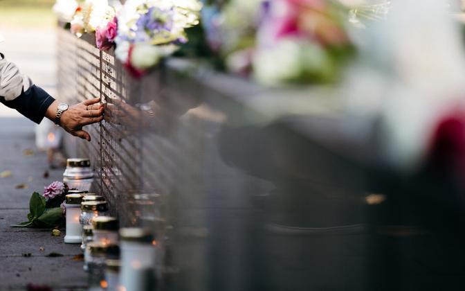 28. september Estonia huku monumendi juures