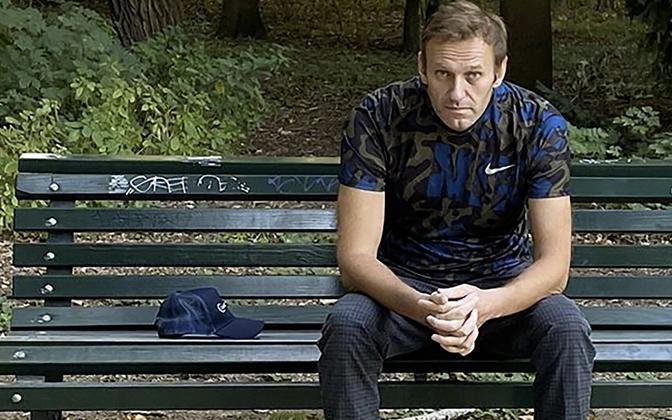 Алексей Навальный в берлинском парке.