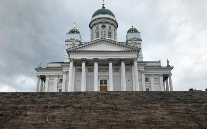 Helsingi senati väljak ja toomkirik.