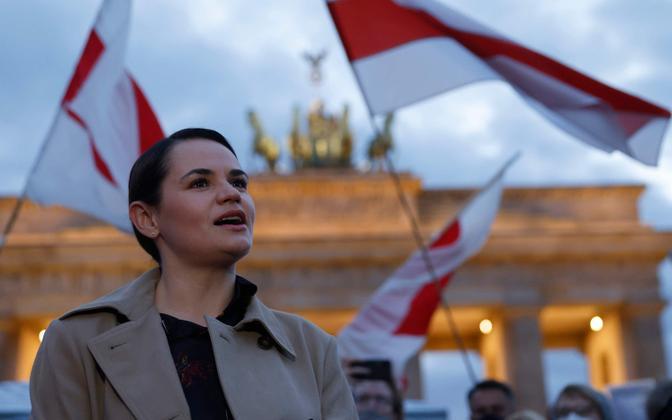 Valgevene opositsiooniliider Svjatlana Tsihhanovskaja Berliinis Brandenburgi väravate ees peetud toetuspiketil.
