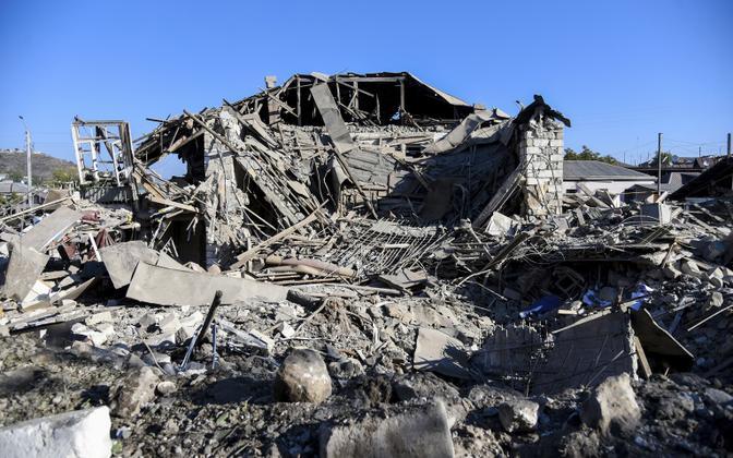 Разрушенный дом в Степанакерте.