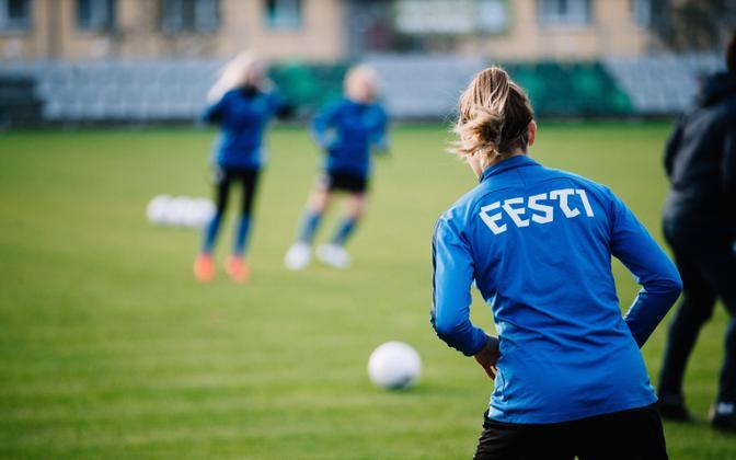 Naiste jalgpallikoondise treening