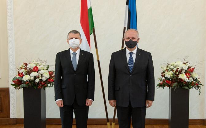 Speaker of the  Országgyűlés - the Hungarian parliament - László Kövér (left) with Henn Põlluaas at the Riigikogu Monday.
