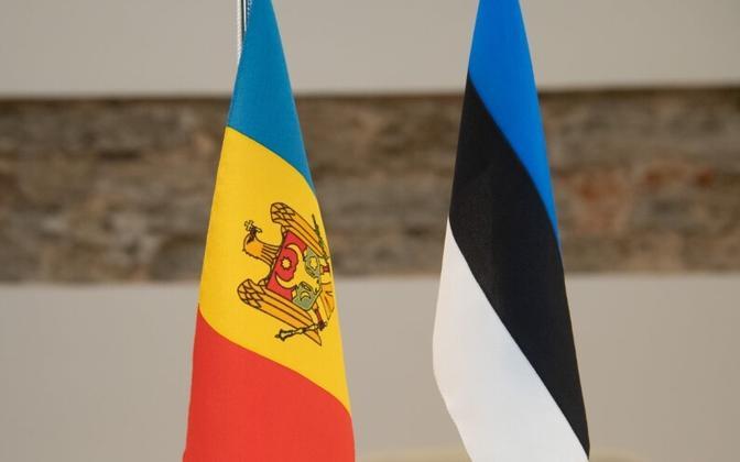 Флаги Молдовы и Эстонии.