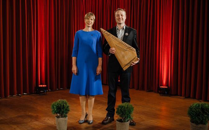 President Kersti Kaljulaid ja Vabariigi Pillimees 2019 Juhan Uppin