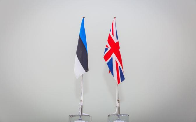 Флаги Эстонии и Великобритании