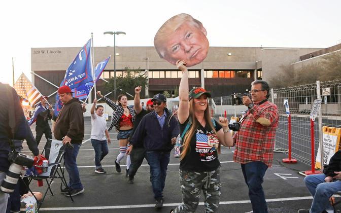 Inimesed tänaval USA valimiste ajal