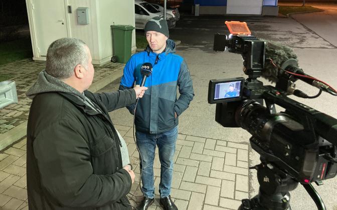 Сергей Бучинский дает интервью ERR.